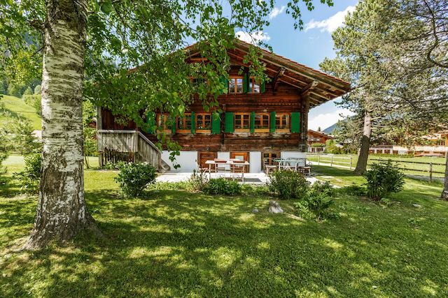 AUTHENTIC DESIGNED CHALET RIGHT NEXT TO GSTAAD