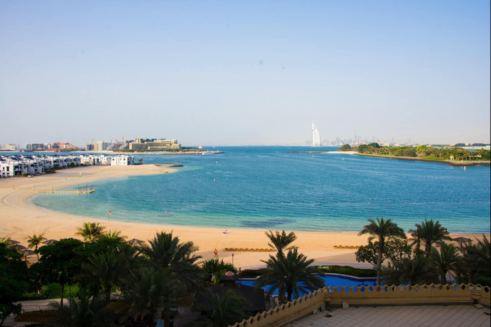 New shore 3 bedroom flat with direct beach access - Dubai
