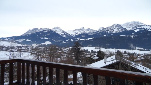LOVELY FLAT WITH OUTSTANDING PANORAMIC VIEWS - GSTAAD