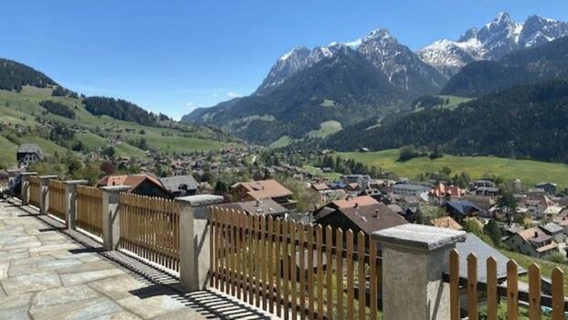 ADORABLE HOUSE WITH GREAT MOUNTAIN VIEWS - GSTAAD