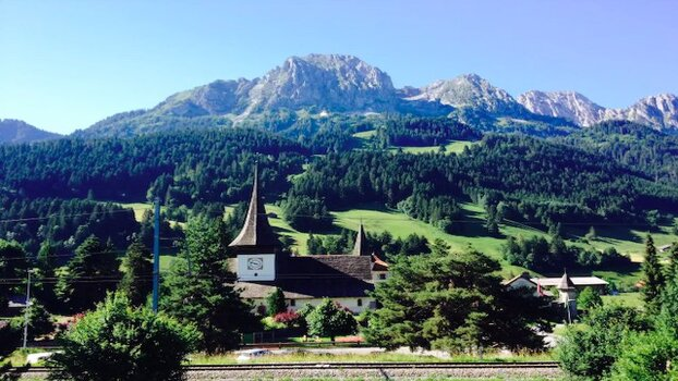 Spacious Flat in Rougemont - Gstaad