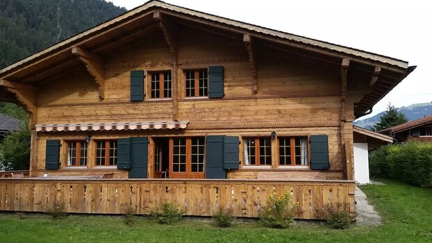 Modern Chalet Located between Gstaad and Lauenen,